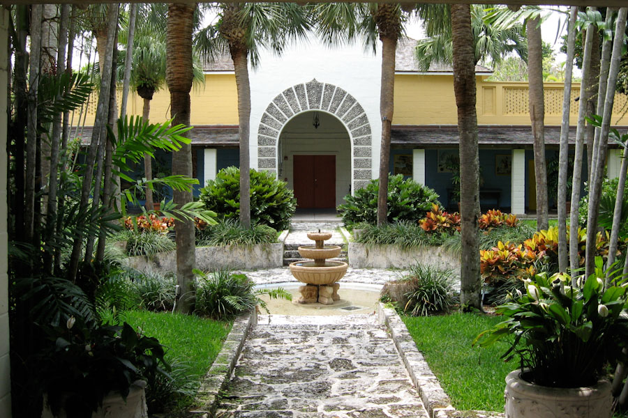 Courtyard of the bonnet house for Homes with enclosed courtyards
